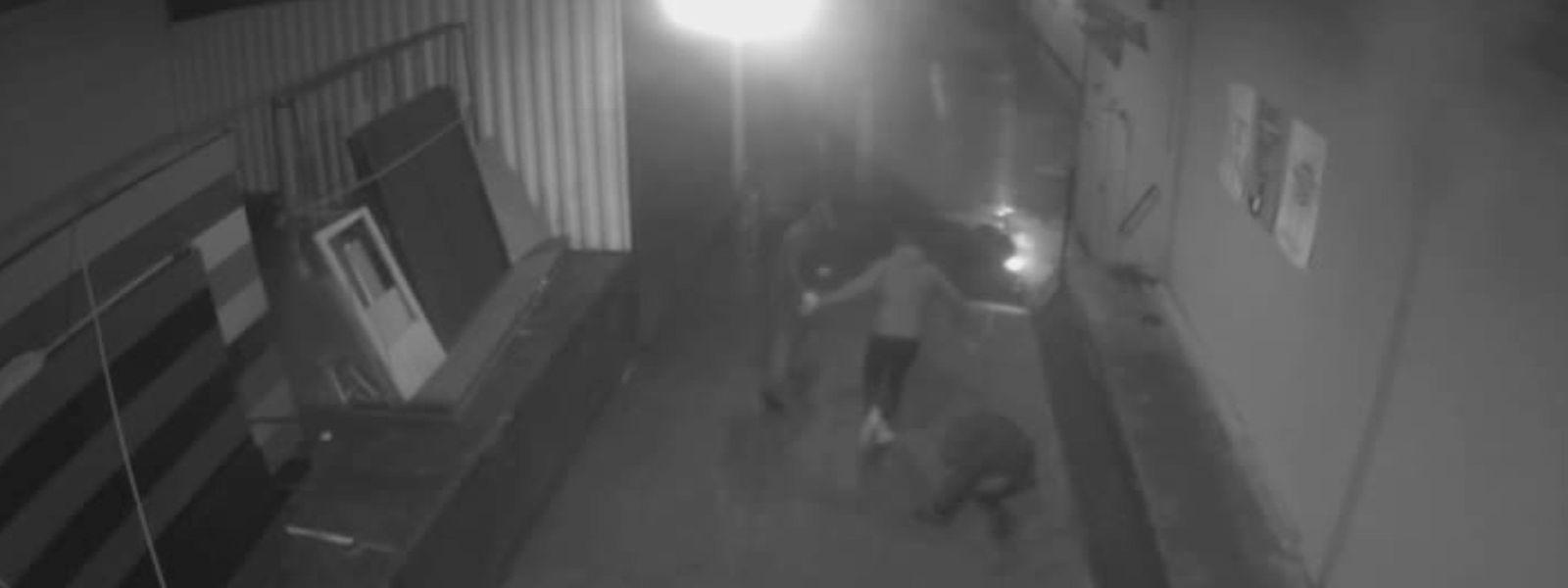 Der Screenshot einer Überwachungskamera, herausgegeben von der Polizei Bremen, zeigt die Attacke gegen den Bremer AfD-Chef Frank Magnitz.