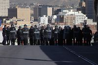 US riot police officers take part in a border security drill at the US-Mexico international bridge, as seen from Ciudad Juarez, Mexico, on October 29, 2018. - Dozens of migrants get to the border crossing linking El Paso, texas and Ciudad Juarez, Chihuahua state, every day, ahead of a caravan of Central Americans seeking political asylum in the United States. (Photo by Herika Martinez / AFP)