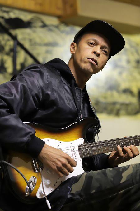 Djamilo tinha 14 anos quando começou a aprender a tocar guitarra com um vizinho em Cabo-Verde