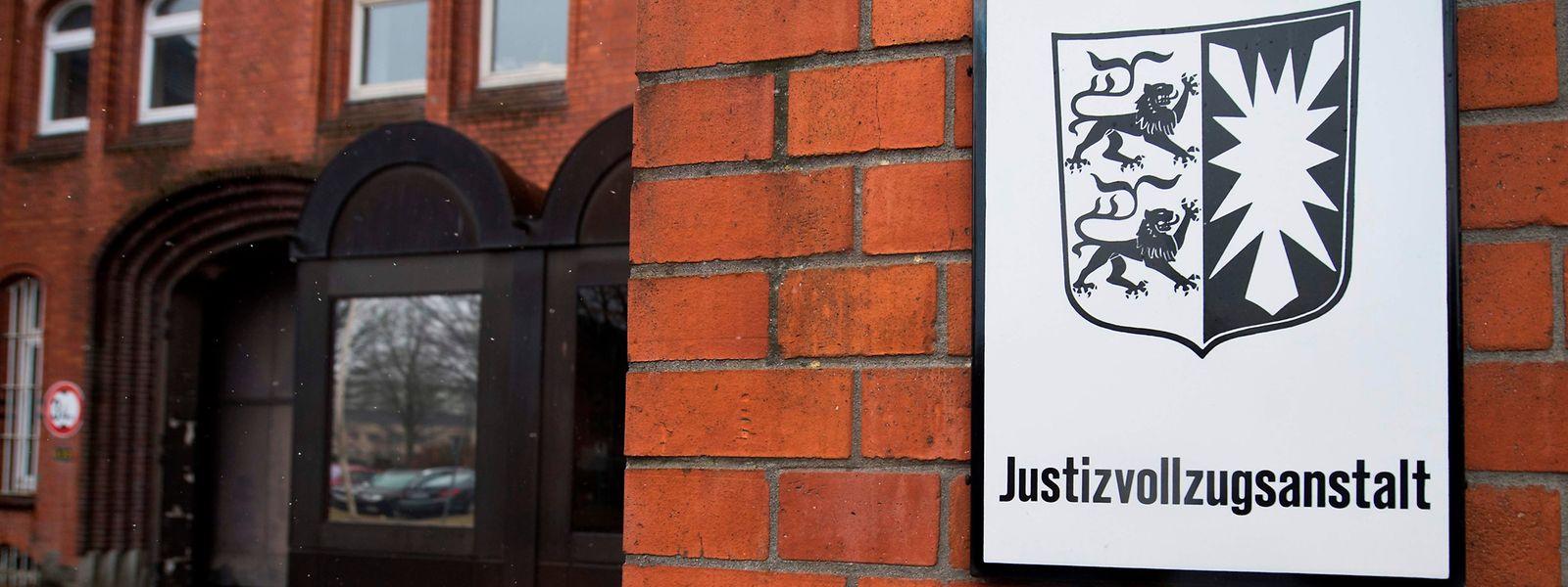 Puigdemont sitzt seit seiner Festnahme in der Justizvollzugsanstalt Neumünster.