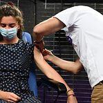 Vacina da Moderna aprovada para jovens dos 12 aos 17 anos