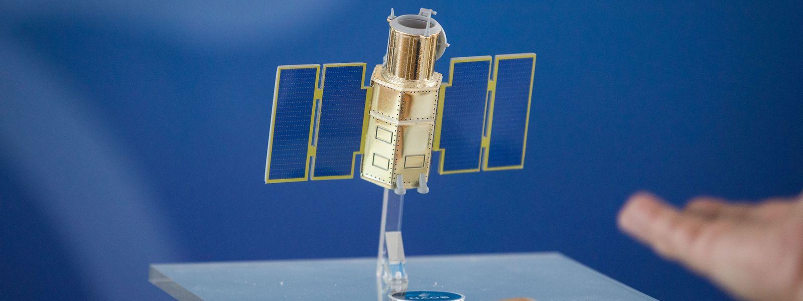 Ein Modell des sich im Bau befindlichen Satelliten.