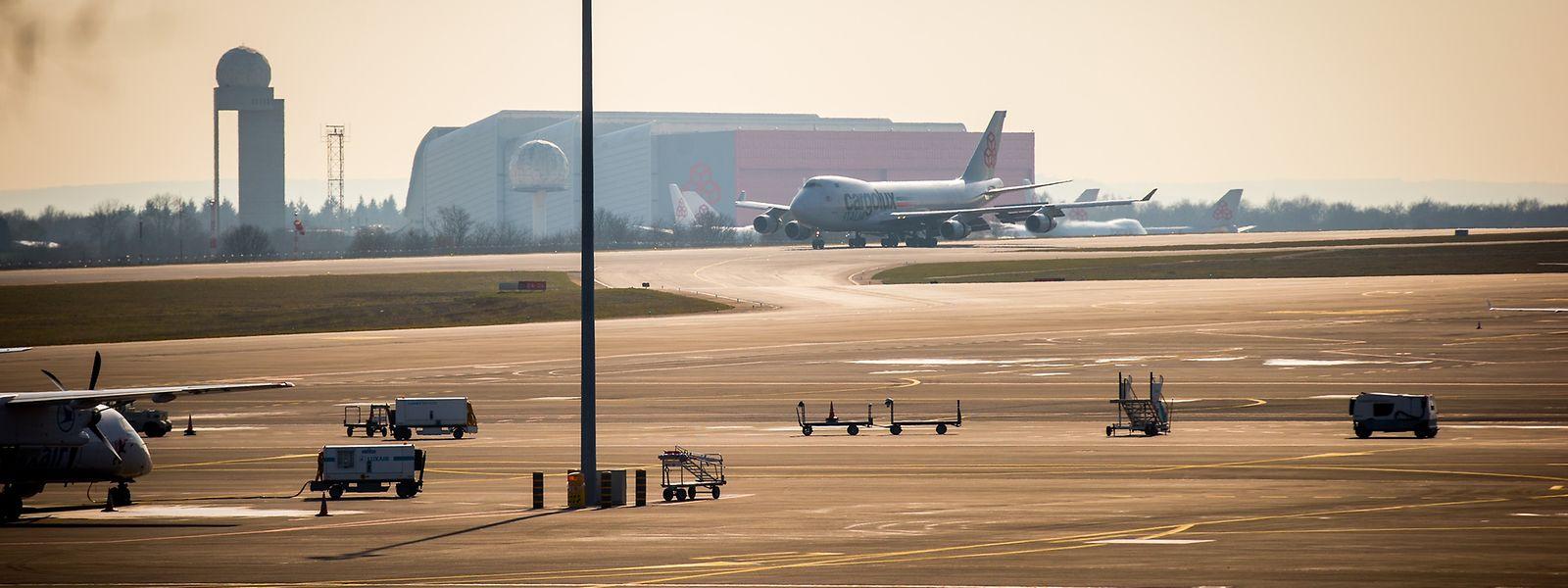 """Minister François Bausch favorisiert bei der Reform der Luftfahrtverwaltung eine Zusammenarbeit mit der Deutschen Flugsicherung, die quasi eine Art """"Rundum-Sorglos-Paket"""" bietet, das bis zu 40 Millionen Euro einsparen helfen soll."""