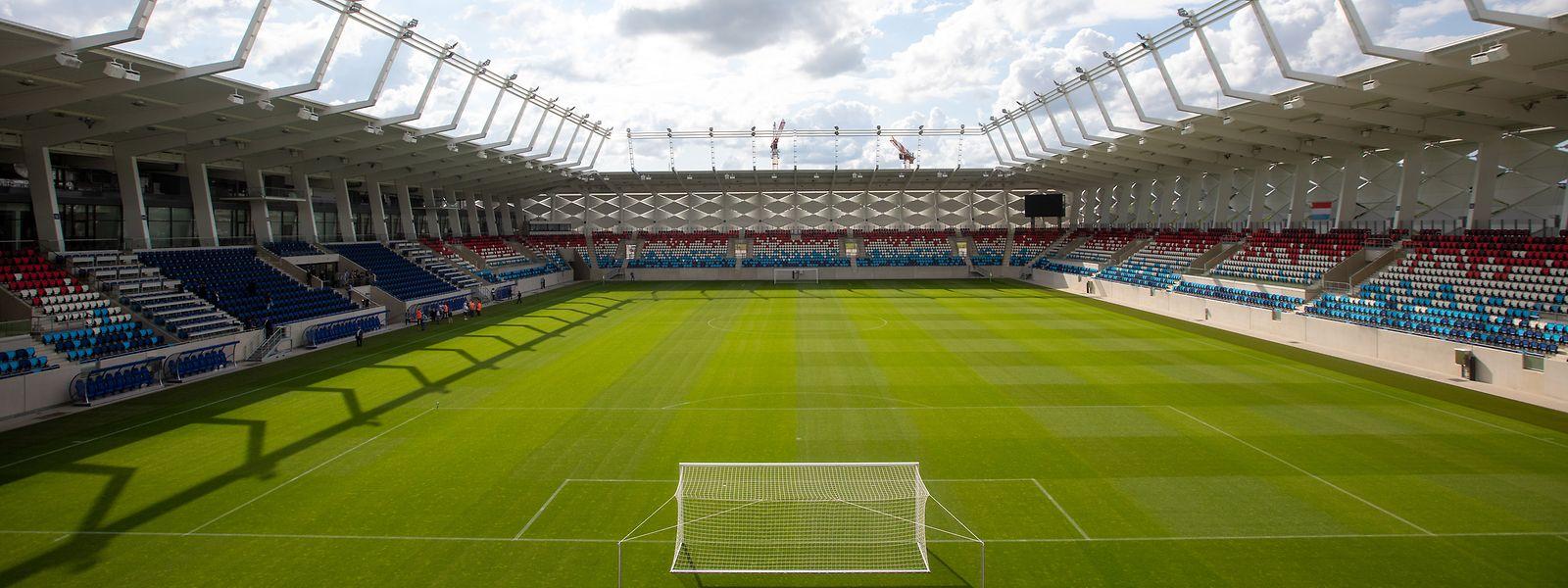 9.835 Zuschauer passen ins Stade de Luxembourg.