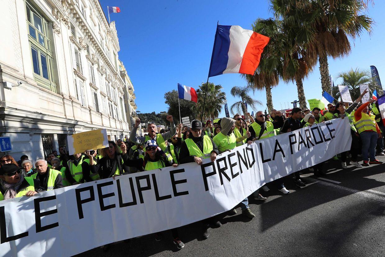 "Les ""gilets jaunes"" Promenade des Anglais, à Nice."