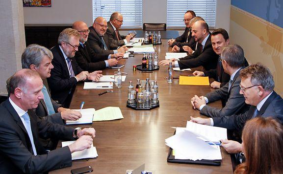 Luxemburger wort ein moratorium und zur ck for Welche poolfolie 0 6 oder 0 8