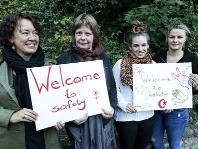 Archive photo shows people welcoming refugees to Luxembourg in 2015