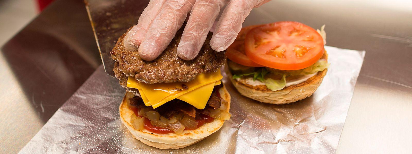 Gesunde Zwischenmahlzeit oder ungesunder Snack? Entscheidend ist, wie das Essen zusammengesetzt und verarbeitet ist.