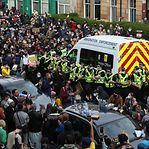 Glasgow. Cercam carrinha policial e conseguem libertação de imigrantes detidos