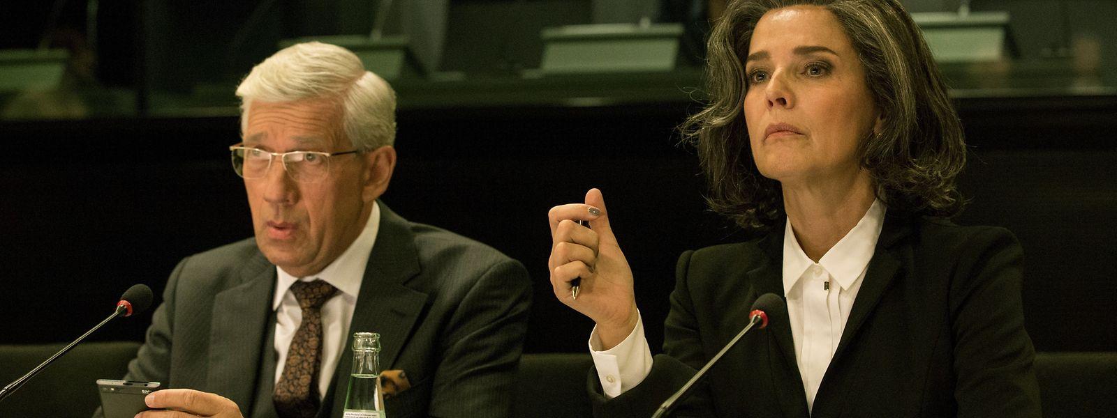 Christelle Leblanc (Désirée Nosbusch) will endlich an die Macht. Und Ties Jacoby (Germain Wagner) soll ihr dabei helfen.