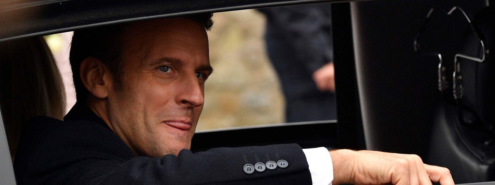 Emmanuel Macron nach der Stimmabgabe in Le Touquet.