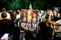 Supporters of Israeli Prime Minister Benjamin Netanyahu rally in the coastal city of Tel Aviv late on June 2, 2021. - Israel's opposition leader Yair Lapid said he had succeeded in forming a coalition to end the rule of Prime Minister Benjamin Netanyahu, the country's longest serving leader. Once it is confirmed by the 120-member Knesset legislature, it would end the long reign of the hawkish right-wing leader known as Bibi who has long dominated Israeli politics. (Photo by JACK GUEZ / AFP)