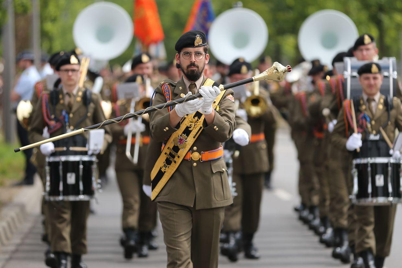 Zahlreiche Zuschauer wohnten der Militärparade bei.
