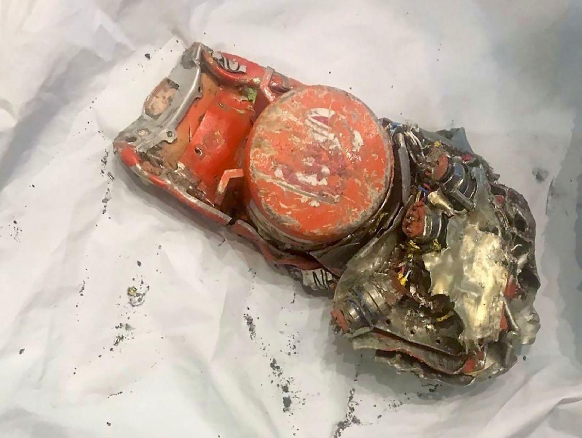 Eine der beiden Flugschreiber aus der abgestürzten Boeing-Maschine.
