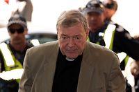 Die australischen Behörden haben sich noch nicht näher dazu geäußert, was genau dem Kardinal vorgeworfen wird.