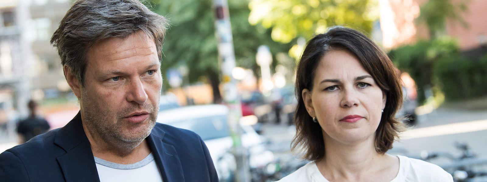 Die Parteiführung der Grünen, Annalena Baerbock (r.) und Robert Habeck, kritisiert den Asylkompromiss der Unionsfraktion.
