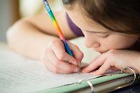 Es ist nicht so einfach, vielen Kindern, besonders den kleinsten, den Unterschied zwischen Ferien und Schule zu Hause klarzumachen.