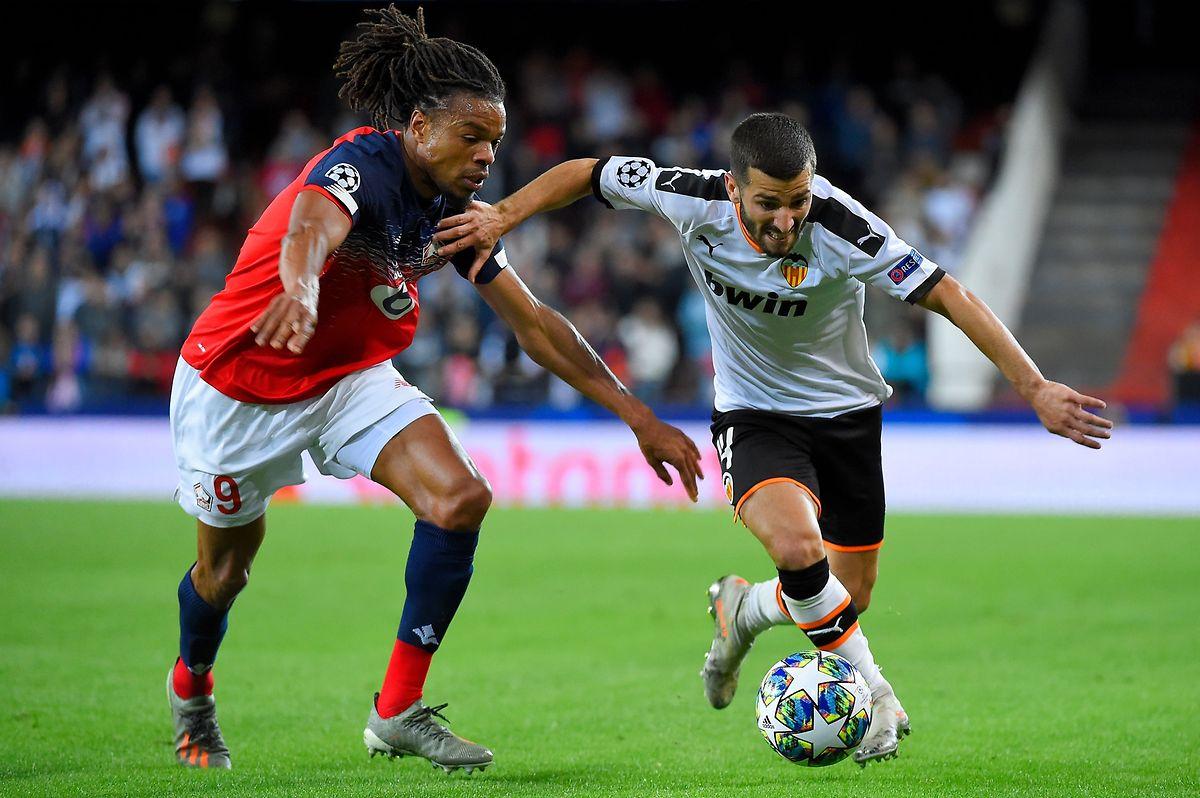Jose Luis Gaya Pena (FC Valence) déborde le Lillois Loïc Remy