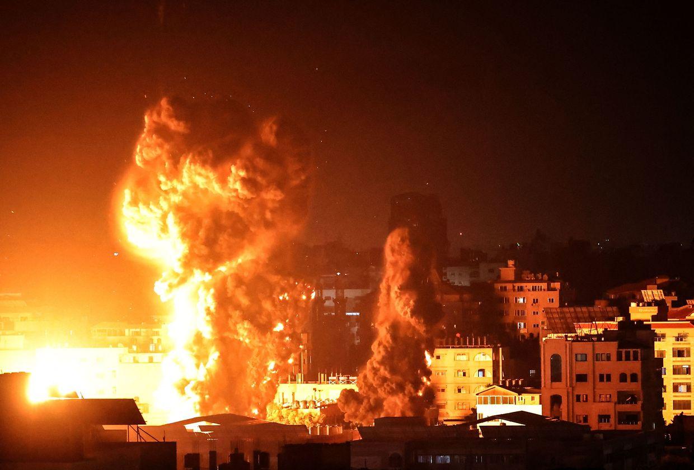 Die Nacht zum Montag in Gaza City.