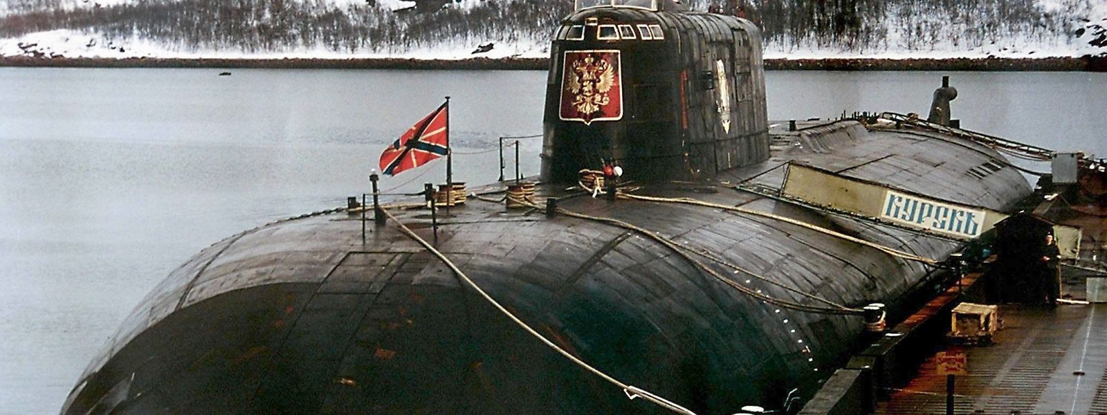 """Das später verunglückte russische Atom-U-Boot """"Kursk"""" in seinem Heimathafen Widjajewo."""