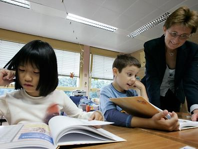 Eine befragte Lehrerin ist der Ansicht, dass es Kinder im Alter von sechs oder sieben Jahren nicht einfacher haben, sich in unser Schulsystem zu integrieren.