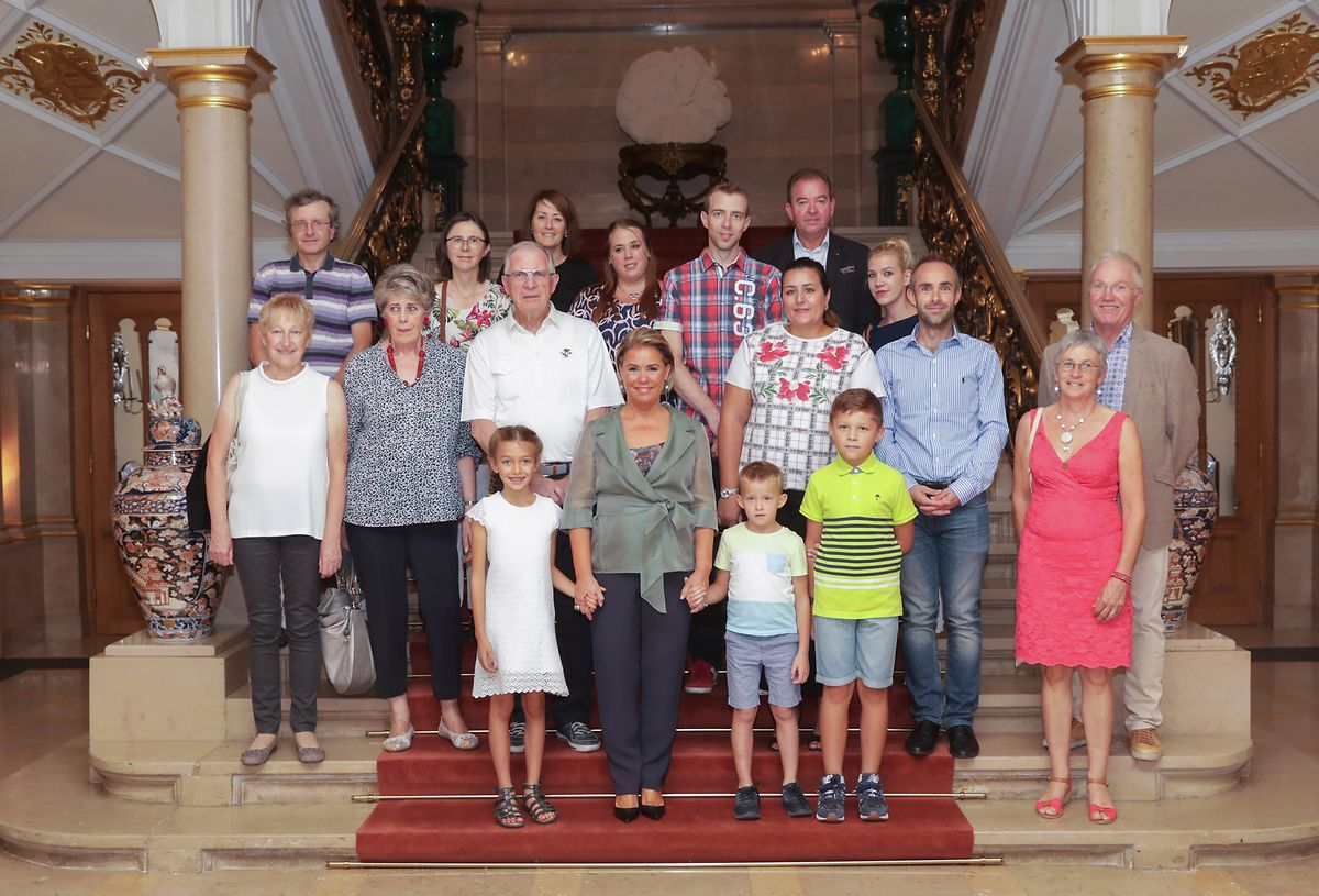 Gruppenfoto vor der Führung durch den großherzoglichen Palast.