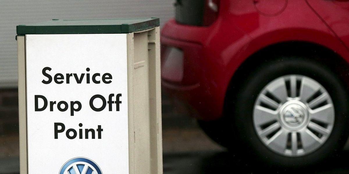 Hoher Reifendruck, Diesel im Motorenöl - mit unerlaubten Tricks haben VW-Ingenieure den Verbrauch geschönt.