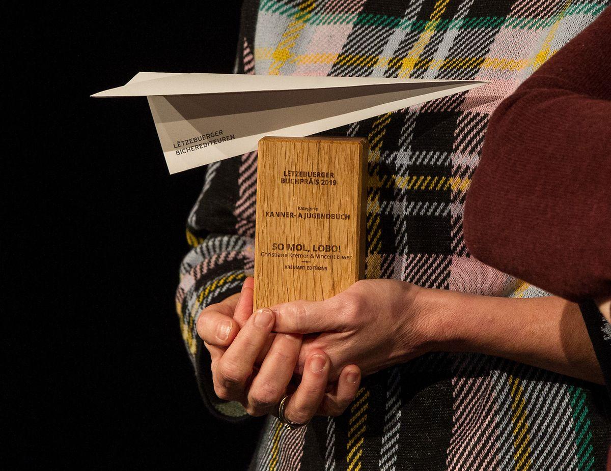 Als Erinnerungsgeschenk für alle Preisträger diesmal neu: Eine Trophäe.