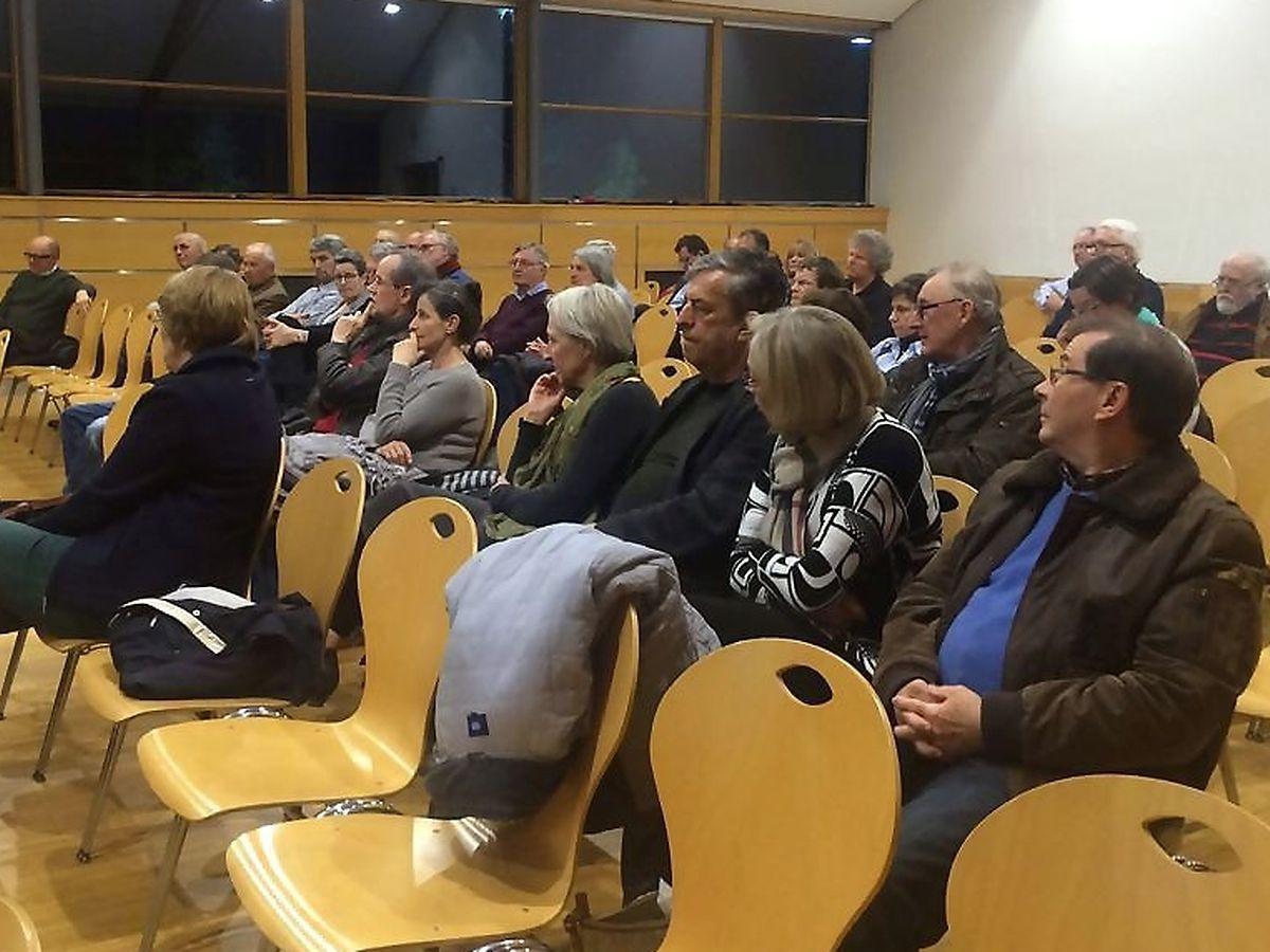 Einige Echternacher Bürger waren zur Informationsversammlung in den Festsaal der Grundschule gekommen.