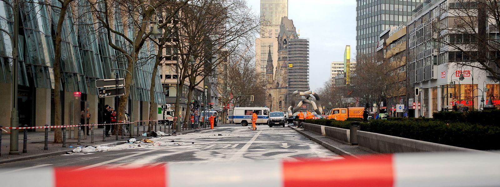 Berlin: Die gesperrte Tauentzienstraße nach dem illegalen Autorennen, durch das ein unbeteiligter Rentner ums Leben kam.