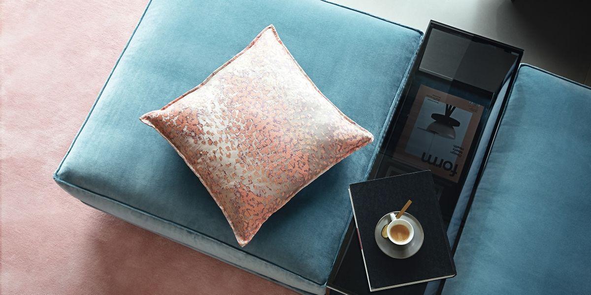 Samt gilt aktuell als Trend für Bezüge und sonstige Textilien in der Einrichtung.