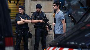 Des policiers espagnols sur le boulevard des Ramblas le 19 août, deux jours après que des attentats ont frappé l'Espagne à Barcelone et à Cambrils, tuant 14 personnes et en blessant une centaine d'autres.