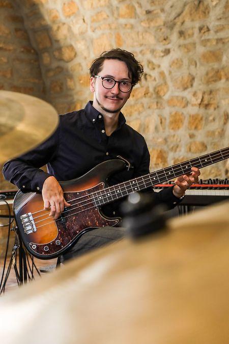 Pol Belardi -  hier am Bass -  soll bewusst Freiraum für die Kreativität bekommen.