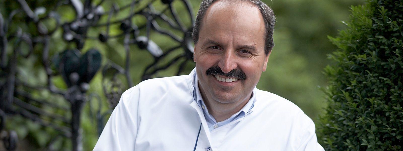 Johann Lafer macht mit viel Geschäftssinn Karriere am Herd und vor der Kamera.
