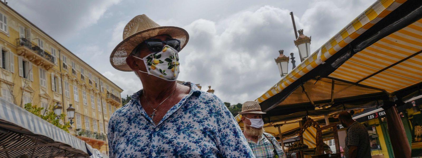 In Nizza gilt eine allgemeine Maskenpflicht unter freiem Himmel.