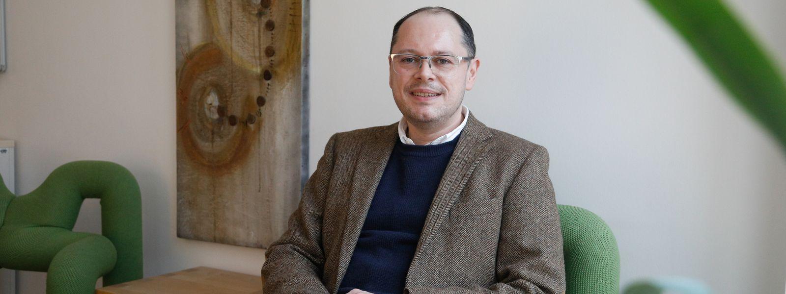 Gilles Michaux ist promovierter Psychologe und ausgebildeter Psychotherapeut. Er arbeitet seit 2011 im Gesondheetszentrum der Fondation Hôpitaux Robert Schuman.