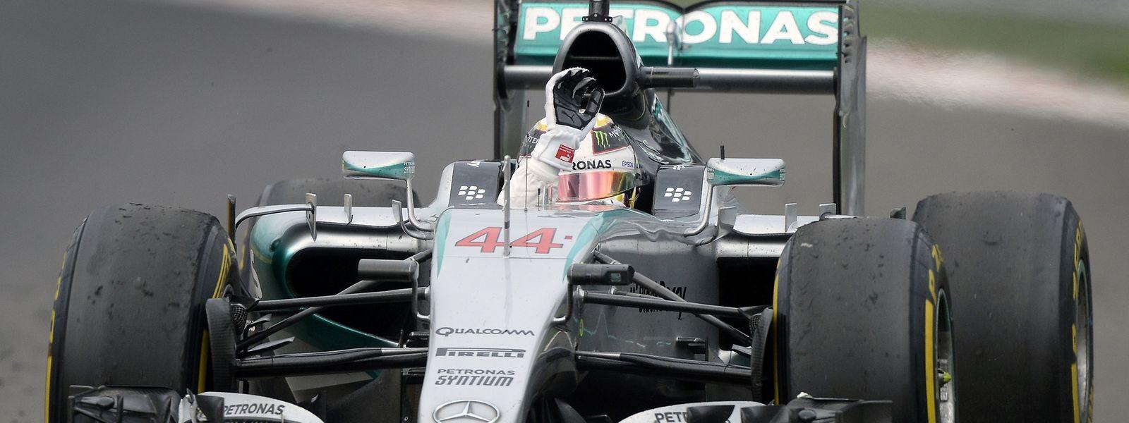 Mais uma vitória que coloca o piloto britânico perto do titulo