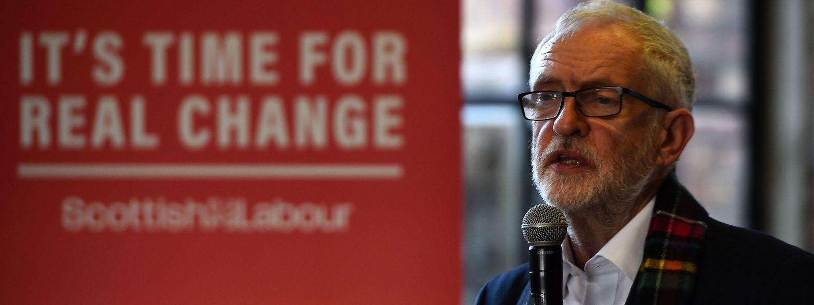 Jeremy Corbyn, leader travailliste, multiplie les annonces de nationalisation.