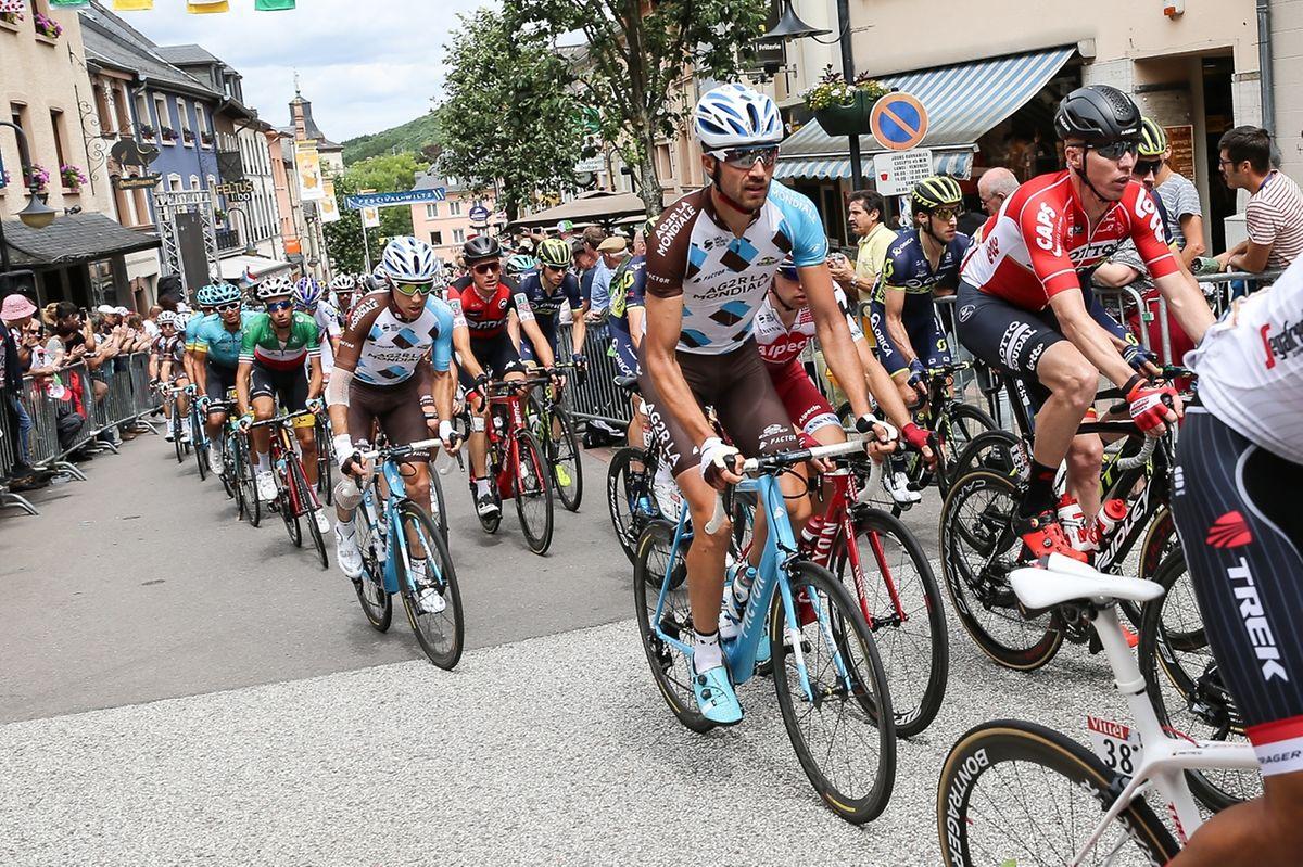 Ben Gastauer dans le peloton du Tour de France lors de la traversée de Wiltz.