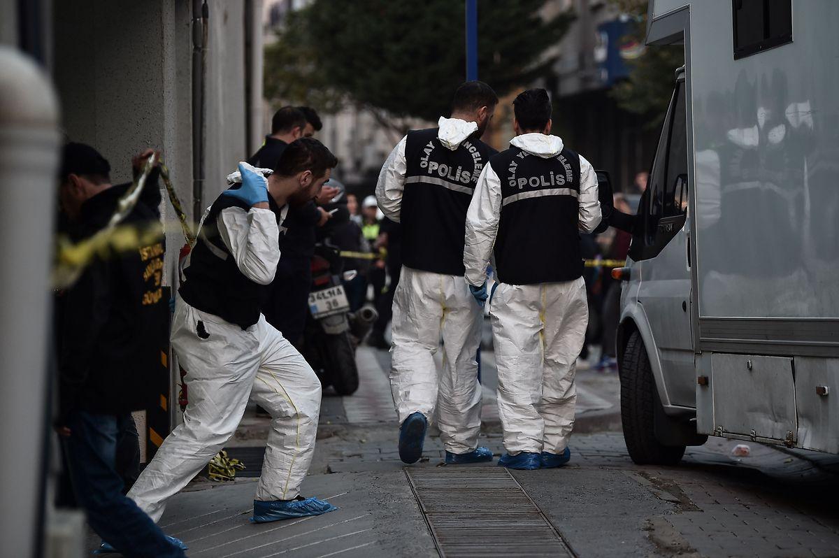 Die forensische Abteilung der Istanbuler Polizei untersucht das saudische Konsulat.