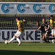 Mario Pokar (n° 8), marcou o primeiro golo do Dudelange