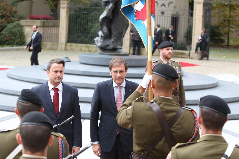 Os dois governantes à chegada ao Ministério de l'État