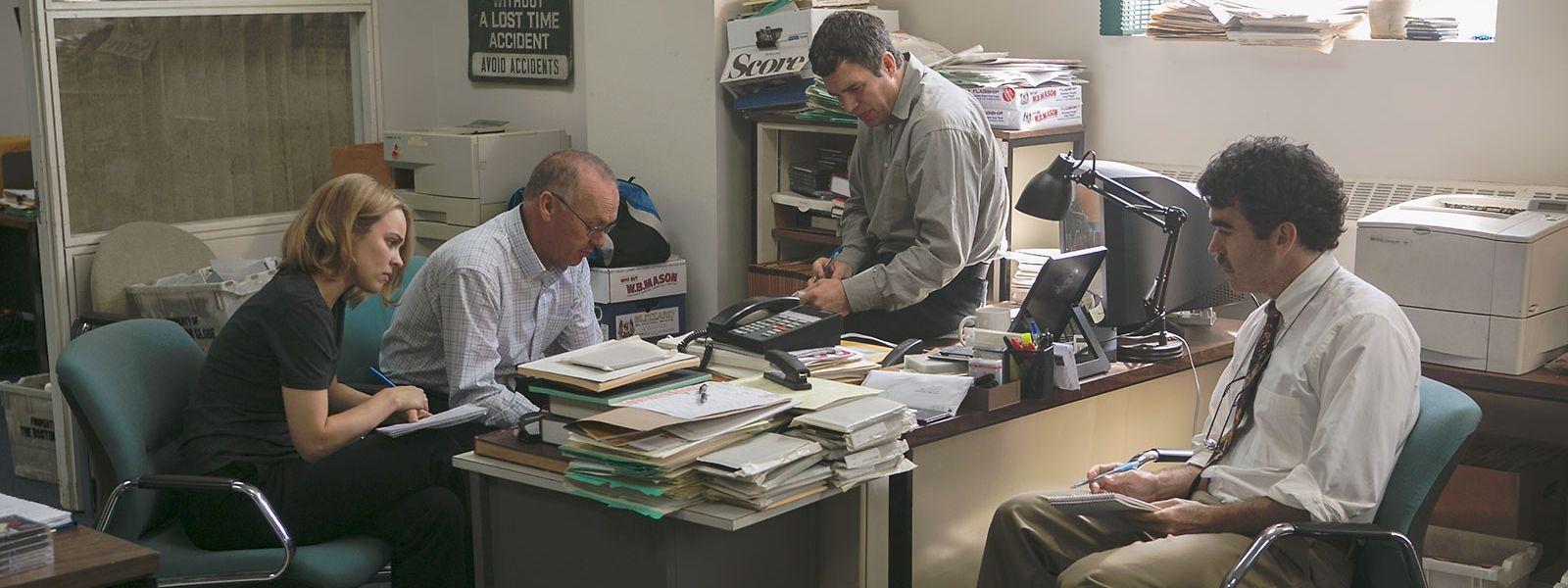 """Der Film begleitet akribisch nüchtern das Reporterteam von """"Spotlight"""" bei seinen aufreibenden Recherchen."""