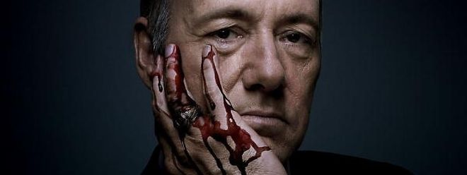 Francis J. Underwood (Kevin Spacey) geht in House of Cards über Leichen.