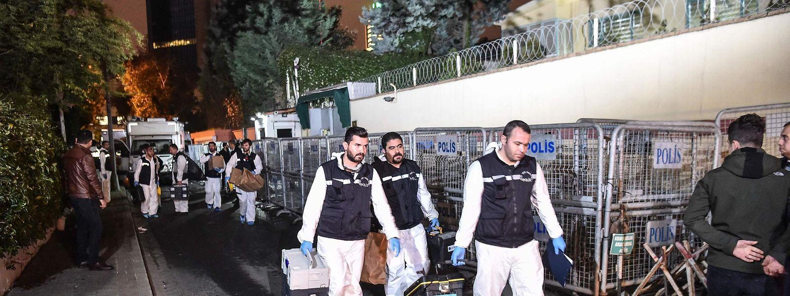 Türkische Forensiker beim Durchsuchen des saudiarabischen Konsulats in Istanbul.