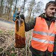 Didier Picard aus Mamer sammelt im März jeden Tag während 30 Minuten Müll ein - Foto : Pierre Matgé/Luxemburger Wort