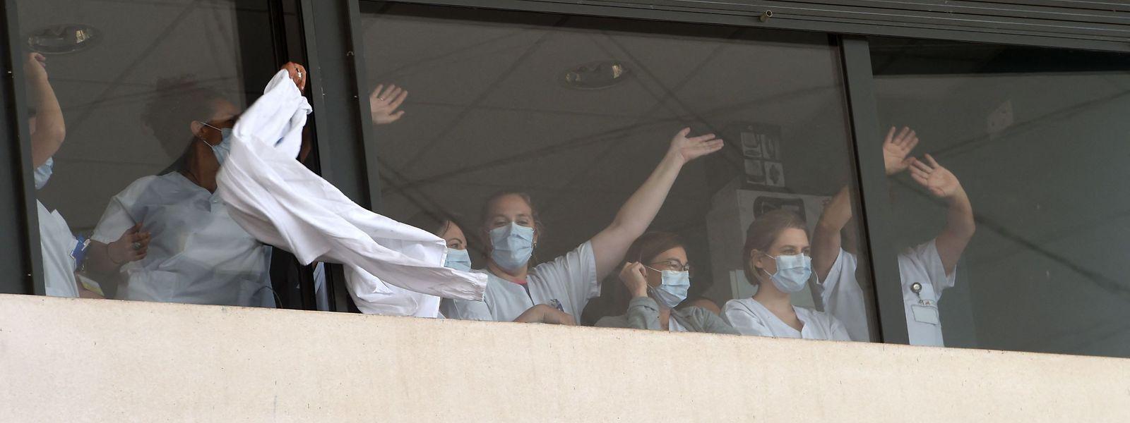 Um dos protestos dos profissionais hospitalares franceses contra a vacinação obrigatória.