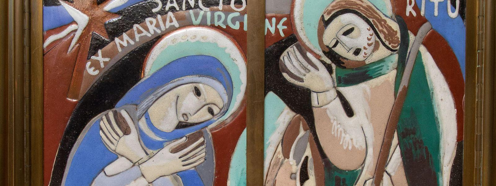 Die Krippenszene als modernes Motiv am Tabernakel der Kathedrale in Luxemburg.