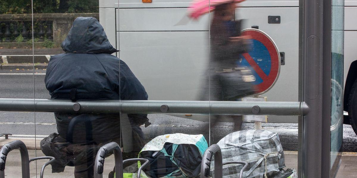 """Da sie keine Wohnung besitzen, tragen viele Obdachlose ihr ganzes """"Zuhause"""" mit sich."""