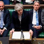 Brexit. May enfrenta moção de censura após chumbo do acordo